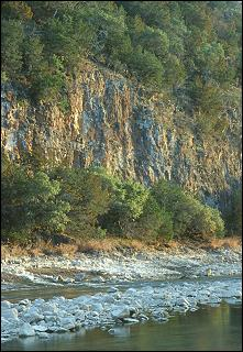 Bluffs on the Colorado River (25k JPEG)